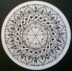 Diese Woche war die Aufgabe von Laura Harms - der Diva - ein Duotangle zu zeichnen. Es sollten also nur zwei Muster, beide von Margaret Bremner, verwendet werden. Ich habe es erst auf einer eckigen Kachel versucht. Das wollte gar nicht klappen. Beim zweiten Versuch habe ich mich für eine runde Zendala-Version entschieden. Zum Teil habe ich die Flächen schraffiert oder mit weißen Ovalen gefüllt. Und siehe da. My first try was on a regular tile. This woudn't work. So I tried a zendala, and ...