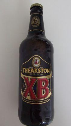 Cerveja Theakston XB, estilo Extra Special Bitter/English Pale Ale, produzida por T & R Theakston, Inglaterra. 4.5% ABV de álcool.