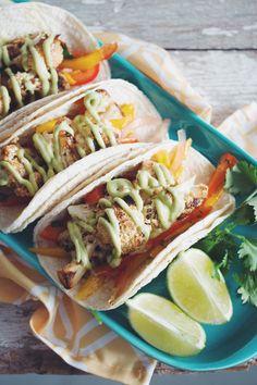 Grilled cauliflower tacos with mango slaw & a #vegan avocado crema made with coconut milk #glutenfree