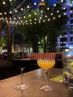 If you are looking for where to eat in Fort Lauderdale, check out this guide to the best Fort Lauderdale restaurants! This includes recommendations for different cuisines and price ranges #fortlauderdale #southflorida #floridafoodie