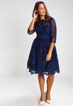 68f6d02427 ¡Consigue este tipo de vestido de cóctel de Chi Chi London Curvy ahora! Haz