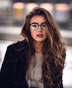 Who is she???? im wearing spectacles but never cant pull off nicely just like her. hate myself