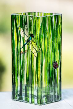Discover thousands of images about Hand Painted Flowers vase - Green glass vase - Square stain glass vase - Modern designer vase - Natu Painted Glass Vases, Painted Wine Glasses, Decorate Glass Vase, Glass Bottle Crafts, Bottle Art, Transparent Glass Paint, Glass Painting Designs, Vase Design, Bottle Painting