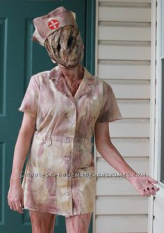The Absolutely Scariest Silent Hill Costume for a Old Girl. This would be awesome! Halloween Costumes For Teens Girls, Homemade Halloween Costumes, Halloween Party Decor, Halloween Ideas, Halloween 2018, Asylum Halloween, Creepy Halloween, Halloween Cosplay, Spooky Scary