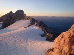 Skifahren in Schladming-Dachstein, Österreich: schneesicher dank Gletscher, sehr abwechslungsreiches Skigebiet, ausgezeichnetes Langlaufgebiet. Mehr Infos im Skiführer auf snowplaza.de. #skiing