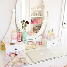 beautiful vanity + Makeup + room décor + MacBook #Roomspiration