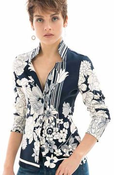 Camicie a fiori donna Nara camicie Fancy Tops, Trendy Tops, Blouse Styles, Blouse Designs, Hijab Fashion, Fashion Dresses, Couture Tops, Nara, Women's Summer Fashion