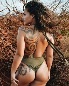 Feminine Polynesian tattooing by Samuel Shaw at Kulture Tattoo Kollective - maori tattoos Maori Tattoos, Maori Tattoo Frau, Tribal Back Tattoos, Hawaiianisches Tattoo, Tribal Tattoos For Women, Hawaiian Tribal Tattoos, Back Tattoo Women, Sleeve Tattoos For Women, Marquesan Tattoos