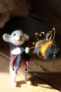 Hey, I found this really awesome Etsy listing at https://www.etsy.com/listing/226927465/the-mouse-the-bee-needle-felted