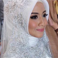 Hijab Wedding Veil / Muslim Brides / Akad Nikah Makeup / Wedding Make Up by lizzieparra on Instagram ☁ @terosha ☁