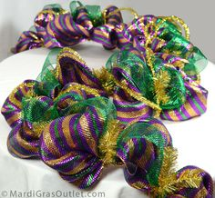 great tutorial on how to make garland with ornaments out of deco mesh...they did it for mardi gras but by changing up the color scheme it could be used for any holiday