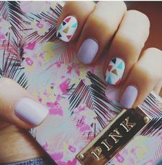 Lilac + colorful triangles #pautips