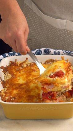 Reaproveite o arroz que sobrou das outras refeições fazendo essa maravilhosa receita de arroz de forno à parmegiana!