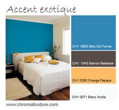En accent sur un mur de chambre, associé à un jaune orangé comme l'Orange Papaye et un bois foncé, le Bleu de Furma révèle une tonalité exotique chic. www.chromaticstore.com #deco #bleu #jaune