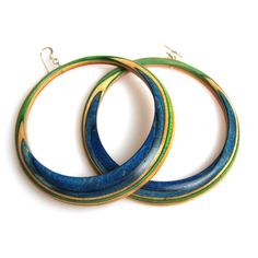 i love the color of these earrings, and the fact they are from recycled skateboard makes it all the better.