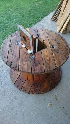 table basse faite a partir d un pneu et d un plateau de touret bois th me route 66 peinture. Black Bedroom Furniture Sets. Home Design Ideas