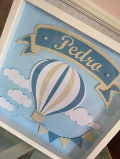 Quadro em scrapbook personalizado com o nome do bebe. Moldura branca laqueada, com vidro. Fazemos na cor que desejar.