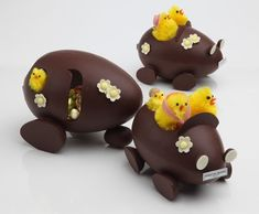 Peonies and Orange Blossoms: Chocolate Easter Eggs: in France! Chocolate Pack, Easter Chocolate, Chocolate Lovers, Easter Cookies, Easter Treats, Cupcake Cookies, Chocolate Showpiece, Chocolate Garnishes, Egg Cake