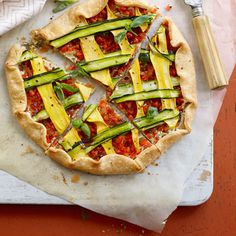 This Quick Summery Veggie Tart is perfect for your farmers' market bounty. #zucchini #squash #peppers