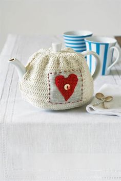 crochet tutorial for teapot cover / tuto pour théière crochet Grannies Crochet, Crochet Cozy, Love Crochet, Crochet Crafts, Crochet Yarn, Hand Crochet, Knitting Projects, Crochet Projects, Knitting Patterns