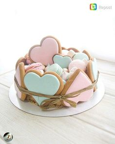 Valentines Day Cakes, Valentine Cookies, Easter Cookies, Birthday Cookies, Fancy Cookies, Iced Cookies, Cute Cookies, Cupcake Cookies, Heart Shaped Cookies