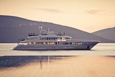 Image from http://www.yachtworld.com/boat-content/files/2012/11/Heesen-Lady-Petra-13.jpg.
