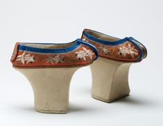 15 Toe-Curlingly Extreme Shoes From Throughout History Much like the European Chopines, Manchu shoes featured a pedestal on which women in China could reach considerable height. As well as the centralised platform, Manchus are characterised by their embroidered silk and cotton designs.