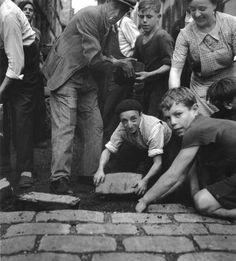 Robert Doisneau, Paris WWII.