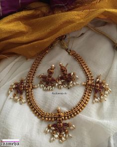 Simple Necklace Set South Indian Bridal Jewellery, Indian Jewellery Design, Bridal Jewelry, Jewelry Design, Temple Jewellery, India Jewelry, Gold Jewellery, Silver Jewelry, Diamond Jewelry