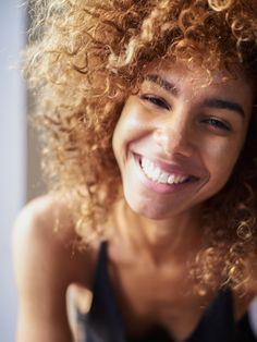 Afro at its best: So pflegst du naturkrauses Haar richtig