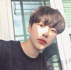 cute korean boy hairstyles with bangs Korean Boys Hot, Korean Boys Ulzzang, Ulzzang Couple, Korean Men, Ulzzang Girl, Korean Girl, Korean People, Beautiful Boys, Pretty Boys