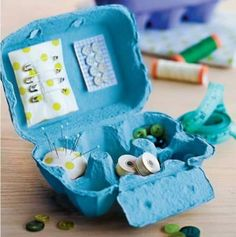 Egg Carton Sewing Kit or Jewelry Organizer 50 Clever DIY Ways To Organize Your Entire Life Do It Yourself Organization, Organization Hacks, Organizing Ideas, Household Organization, Organising, Dollar Store Hacks, Dollar Stores, Diy Cadeau Maitresse, Craft Projects