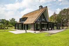 Garden Architecture, Chinese Architecture, Architecture Office, Futuristic Architecture, Contemporary Architecture, Architecture Design, Shed House Plans, Dutch House, Thatched House