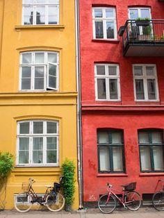 Quite an accurate portrait of Copenhagen 🚲 - (Je m'active pour tenter de publier mon city-guide ce week-end! Vintage Buffet, Kayak, Europe Photos, Odense, Guide, Street, City, Travel, Portrait