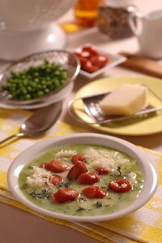 Hrášková polievka s párkom a so syrom