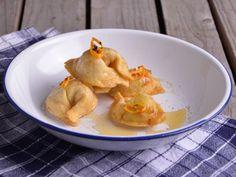 Receta   Tortellini rellenos de coco al curry fritos con un toque de miel de flores - canalcocina.es