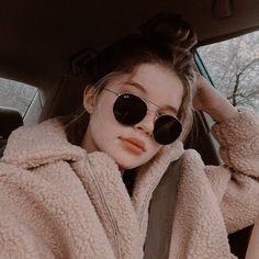 Instagram Pose, Selfie Poses, Insta Photo Ideas, Girl Photography Poses, Tumblr Girls, Girl Face, Aesthetic Girl, Photo Poses, Girl Photos