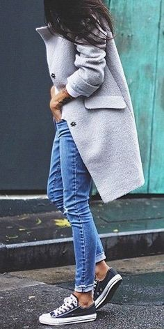 Just a pretty style | Latest fashion trends: Winter look | Grey coat, jeans and Converse