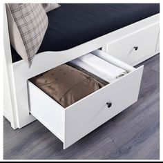 HEMNES Ліжко з трьома ящиками 50080315