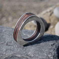 Wood and silver ring. Anillo de plata y madera. Adam Ballester.