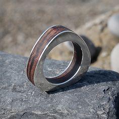 Wood and silver ring. Anillo de plata y madera. Adam Ballester.