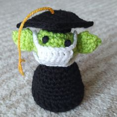 Baby Yoda with a PhD Hat – Nice crocheting! Crochet Baby Mittens, Crochet Baby Booties, Crochet Toys, Free Crochet, Crochet Pattern, Baby Lovey, Baby Bibs, Chicken Hats, Elephant Applique