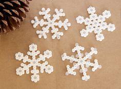 hvite snøkrystaller