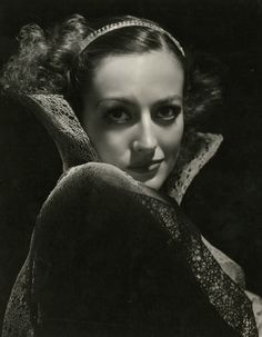 Joan Crawford, by George Hurrell, c.1934.  If only they'd set my curls just a teensy bit tighter...