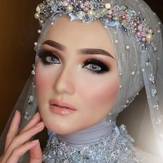 Silvia Я. Palupi (@silviarimaa) • Foto dan video Instagram Malay Wedding Dress, Kebaya Wedding, Muslimah Wedding Dress, Hijab Wedding Dresses, Hijab Gown, Hijab Dress Party, Kebaya Hijab, Turban Hijab, Bridal Hijab