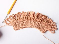 Faire un sac filet au crochet Filet Crochet, Crochet Lace, Crochet Amigurumi, Diy Net Bags, Crochet Market Bag, Rainbow Crochet, Crochet Handbags, Crochet Patterns For Beginners, Craft Stick Crafts