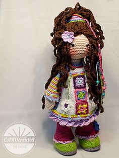 Yuna is a modern Hippie girl. She is a girl with a free mind who doesn´t accept the establishment. Yuna usually do not watch tv, nor do she conform to social standards of beauty, but she loves her colorful mood dress.