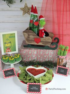 Grinch oreo cookies grinch food green grinch cookies grinch movie cookies Christmas cookie fun ideas easy for kids cute Grinch party ideas Grinch movie night Grinch Party, Grinch Christmas Party, Christmas Movie Night, Christmas Birthday Party, Christmas Party Themes, Diy Christmas Gifts, Holiday Fun, Christmas Holidays, Christmas Carol