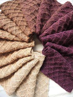 Kijk wat ik gevonden heb op Freubelweb.nl: een gratis breipatroon van Moois van M(i)e om deze mooie sjaal te breien  https://www.freubelweb.nl/freubel-zelf/gratis-breipatroon-sjaal-3/