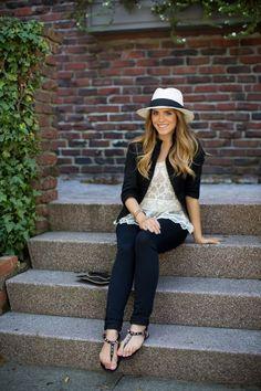 Look de Gal meets glam, de negro y con sombrero panamá